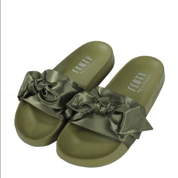 uk availability cb2d5 9bfd2 Puma Fenty Olive Green Slides
